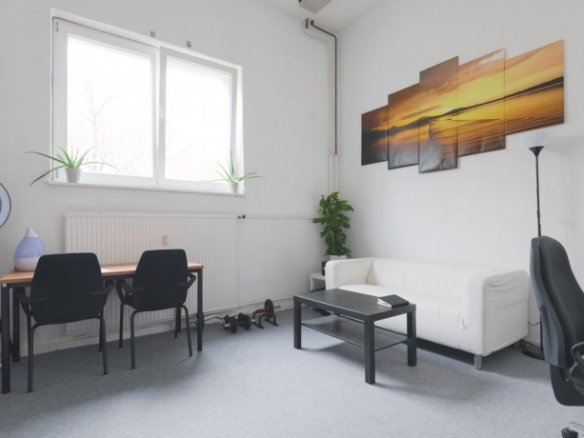 Affordable daily rent desk space, coworking, office, commercial 136