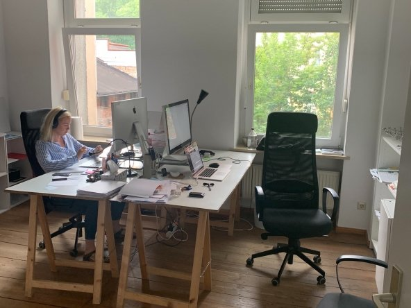 16 m² (up to 2-3 working places) private Office Room in Mitte 32