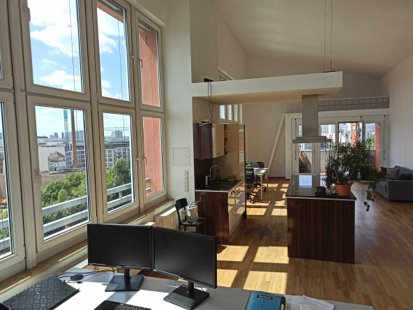 Penthouse Office with amazing skyline views 24